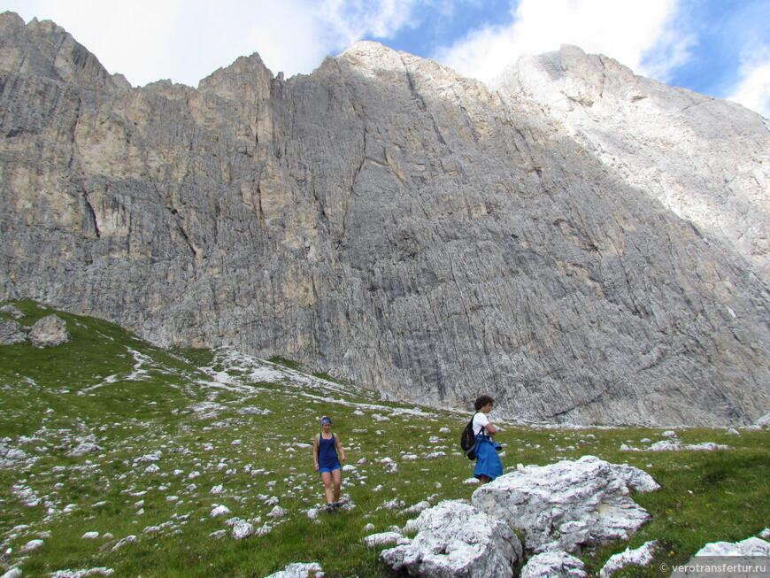 Вершина гор остающейся сзади нас после второго ущелья .