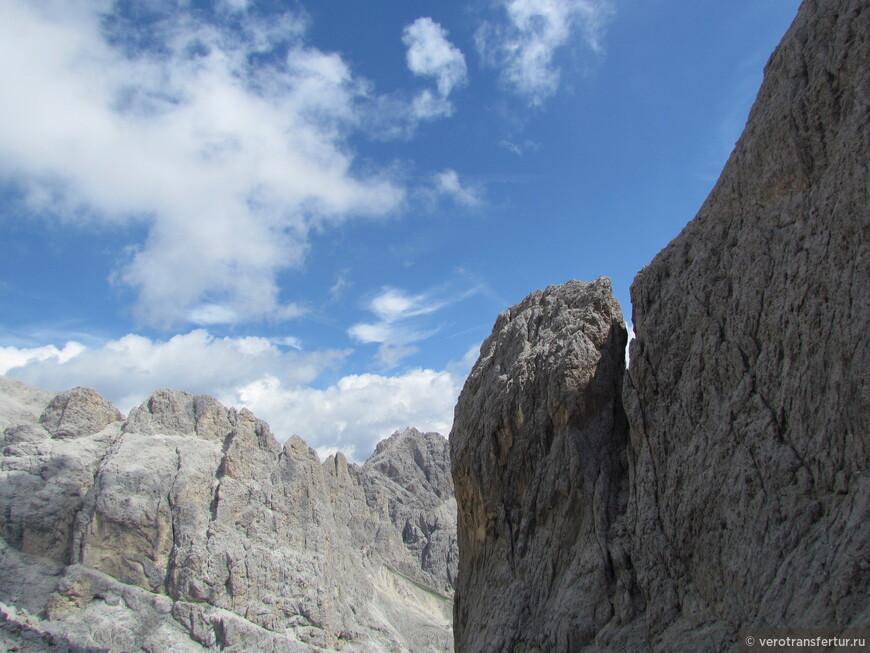 Другие вершины по направлению к приюту Re Alberto.