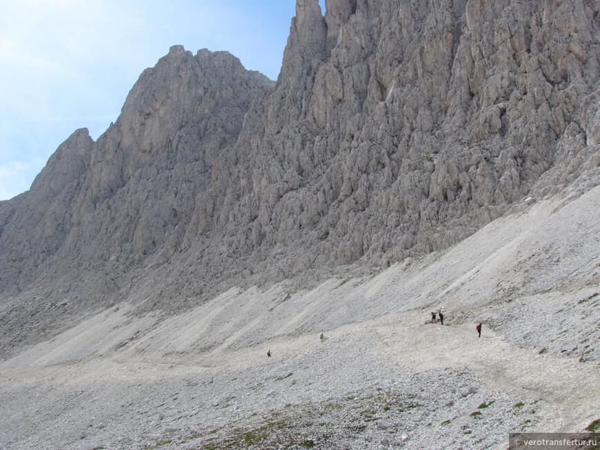 Отдаляемся от приюта Re Alberto у подножье горного массива  натурального парка по направлению к заключительному этапу нашего путешествия.