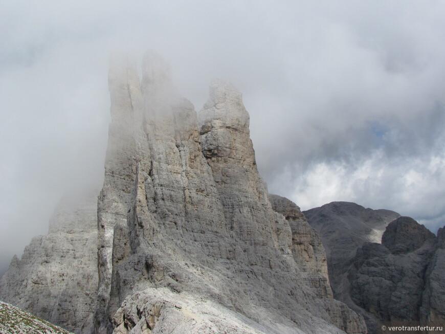 Башни Три Пальца в облачность.