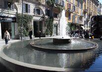 La fontana davanti a Corso Como.JPG