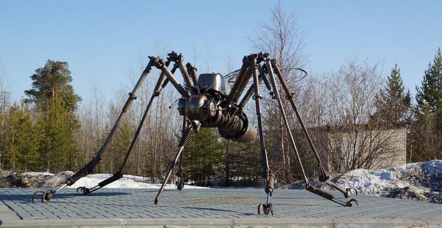Памятник комару в Ноябрьске