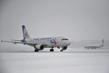В аэропорту Барнаула шесть человек упали с трапа самолёта