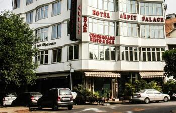 В центре Дели сгорел отель: 17 погибших