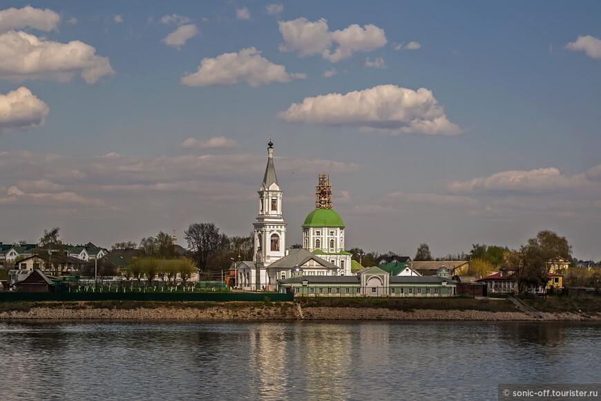 Свято-Екатерининский монастырь — православный женский монастырь, расположенный в Твери в микрорайоне Затверечье на левом берегу реки Волги, недалеко от места впадения Тверцы в Волгу.