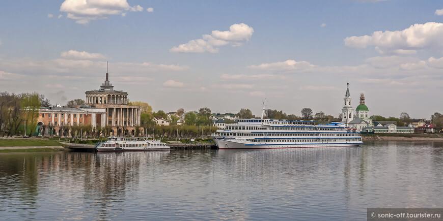 Тверской речной вокзал и Свято-Екатерининский монастырь