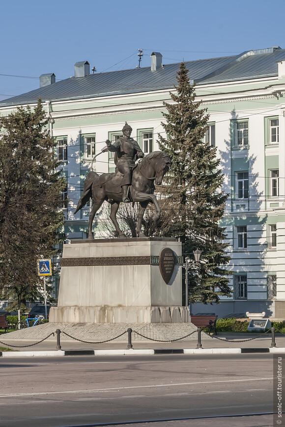 Памятник Михаилу Ярославичу Тверскому (1271–1318)