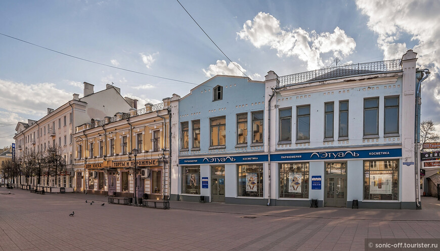 Трёхсвятская улица. Одна из старейших улиц города, созданных планировкой 1763 года.