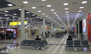 Запрет сидеть на полу в аэропортах Москвы отменён по протесту прокуратуры