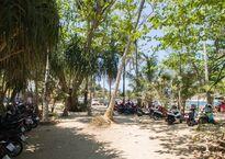 Парковка у пляжа Януи