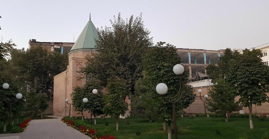 Мавзолей Калдыргач-бия (мавзолей Толе би) в Ташкенте