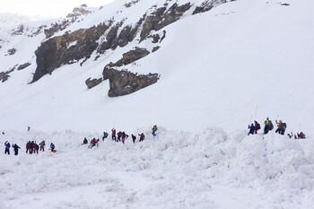 В швейцарских Альпах лавина накрыла туристов