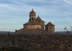 Поблет: Монастырь белых монахов