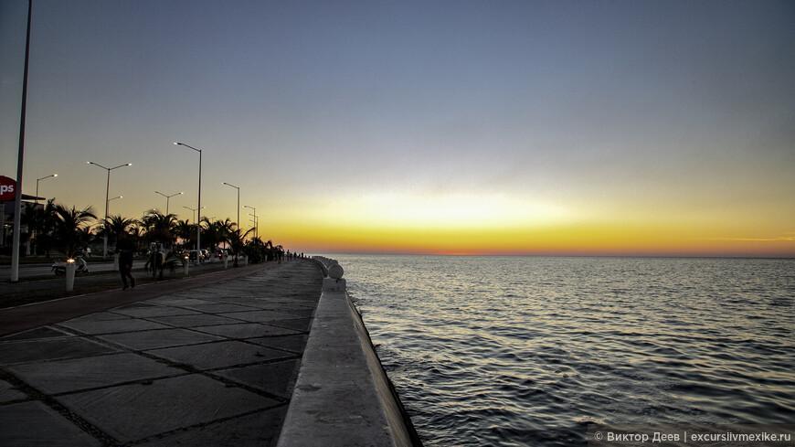 Великолепные закаты Мексиканского залива. Этот заснят в городе Кампече