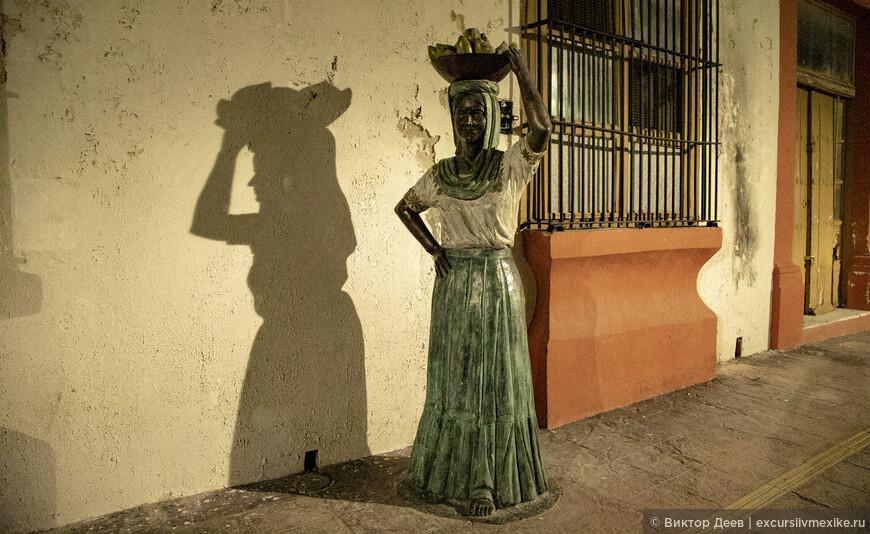 Колониальный город украшен скульптурами