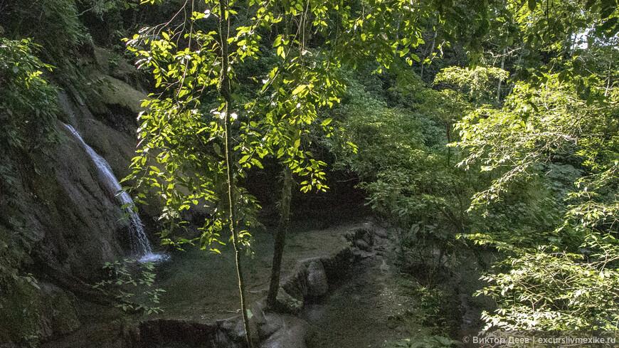 Водопад Велиб Ха, маленький, красочный