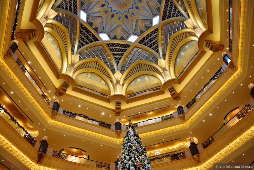 Количество золота в дворце-отеле зашкаливает