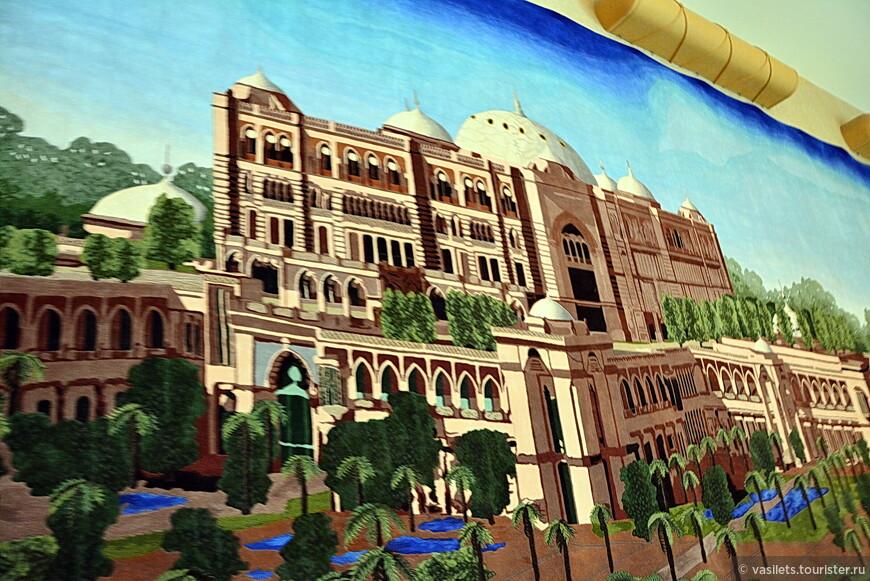 Отель-дворец даже выткан на огромном ковре
