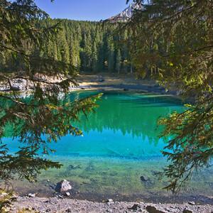 Радужное озеро. lago di Сarezza