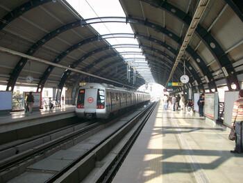 В метро Дели объявлен красный уровень угрозы