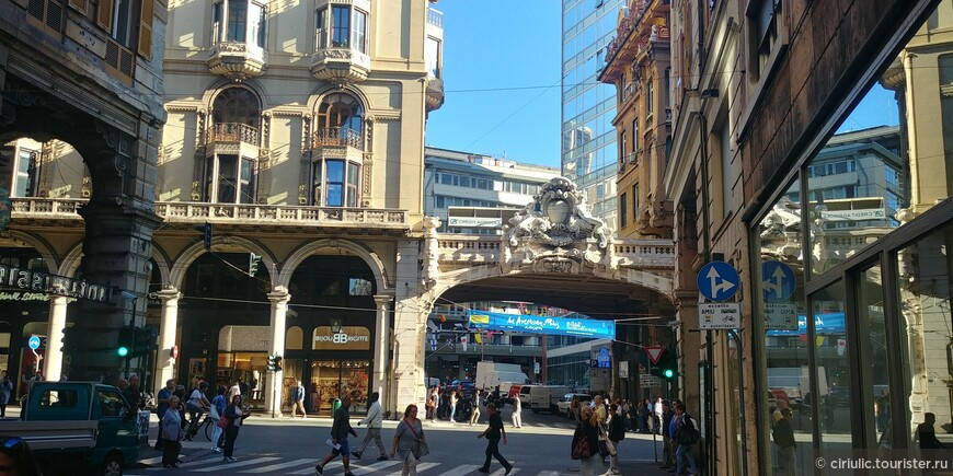 В центре Генуи.