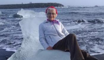 В Исландии пожилую туристку унесло в море на ледяном троне