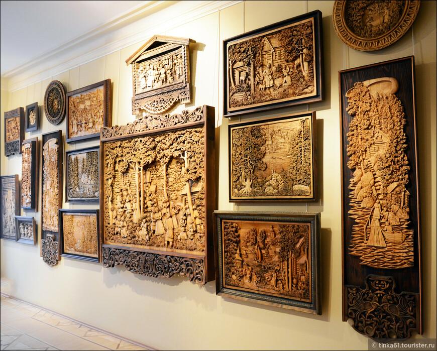 Из интересного в Сортавале - музей Кронида Гоголева с великолепной коллекцией резных картин.