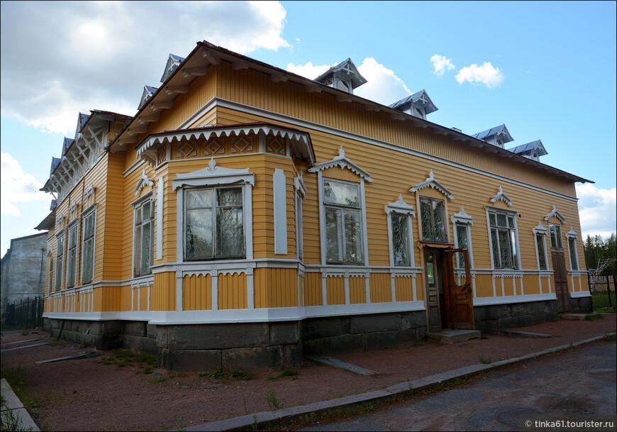 Региональный музей Северного Приладожья в Сортавале. Зайти стоит. Это краеведческий музей с уникальной коллекцией  геологии и этнографии этого края.