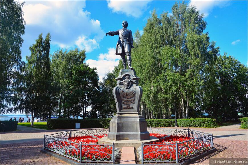 Памятник Петру Первому в Петровском сквере. Все логично, благодяря Петру собственно и появился Петрозавосдск.