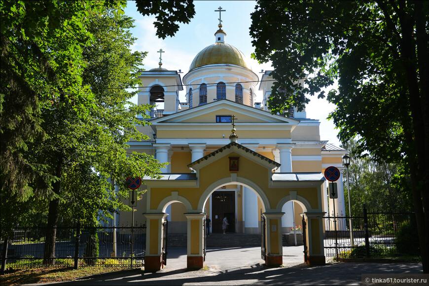 Александро-Невский Кафедральный собор, самый большой собор города.