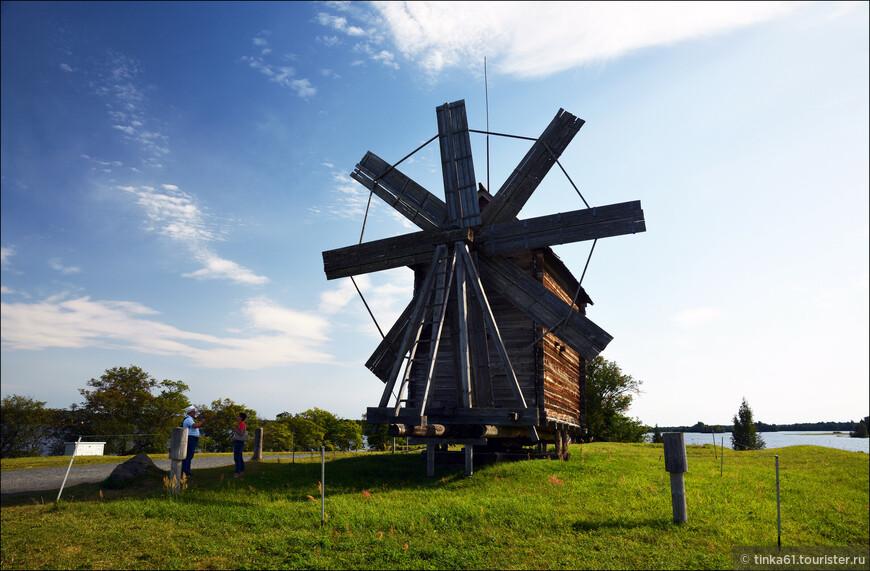 Ветряная мельница, построенная в начале 20 века в деревне Волкостров.