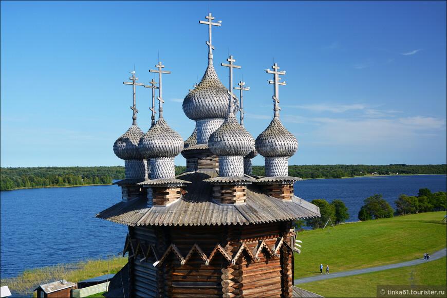 Купола церкви Покрова Богородицы.