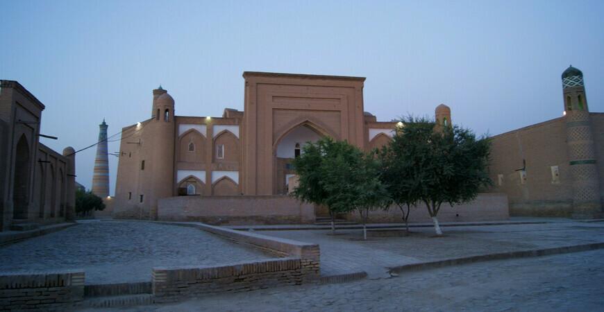 Медресе Араб Мухаммад-хана