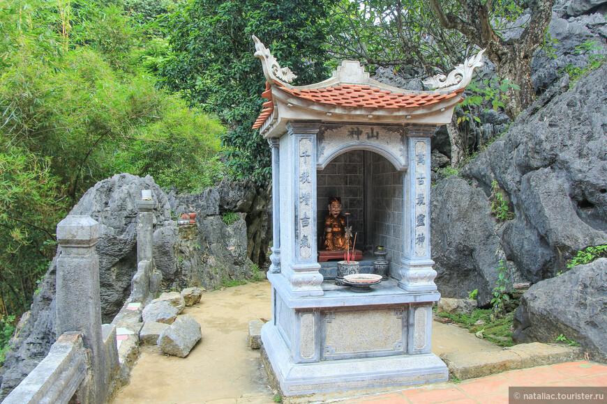 Пагода Зелёная Жемчужина ( Bich Dong)