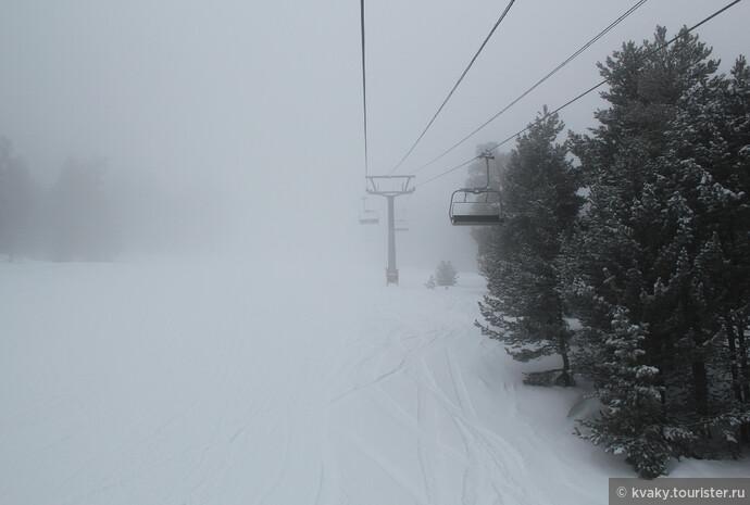 Мой любимый вид – в тумане. Как раз в тот день, когда целенаправленно собрались пофоткать. А катались в ослепительно солнечную погоду)