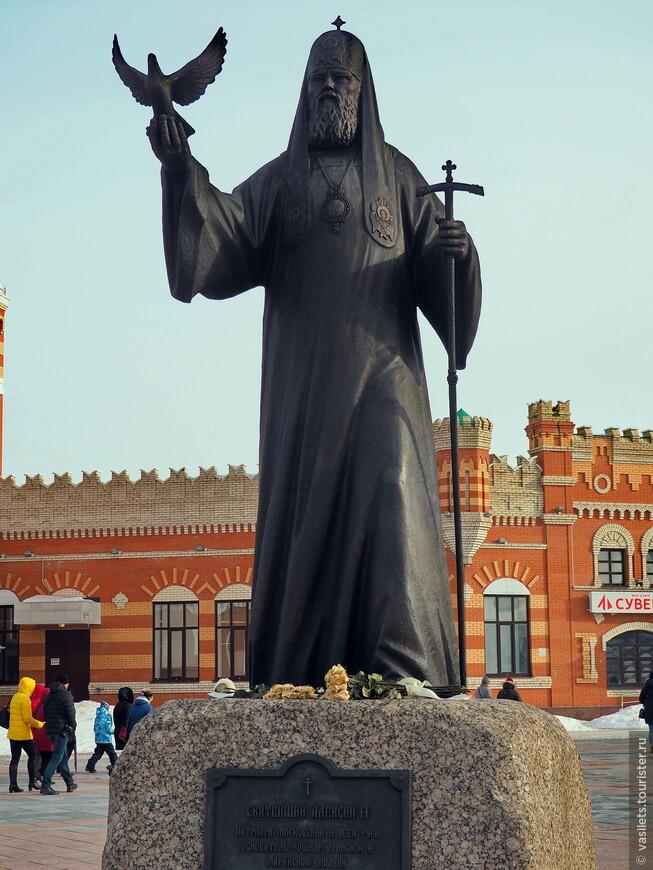 Наш предыдущй патриарх Алексий. именно он вдохнул новую жизнь в православние  Марий Эл