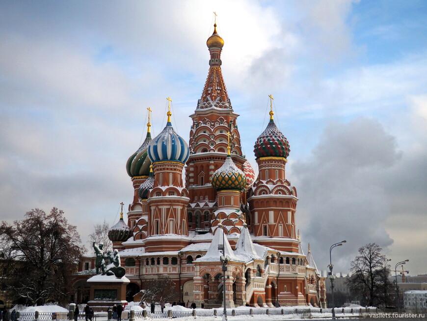 А вот московский собор Василия Блаженого - один из прообразов марийского храма