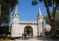 Ворота во 2-й Двор дворца — Диван Мейданы