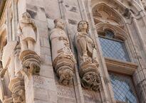 Статуя Конрада фон Гохштадена на башне ратуши