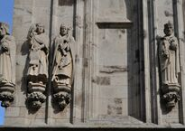 Скульптуры королей на башне