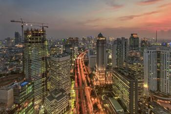 В Джакарте открыли первую в Индонезии линию метро
