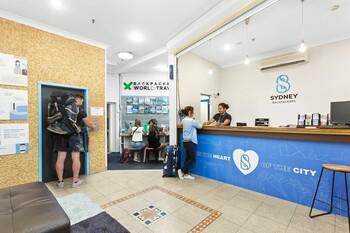 В Австралии турист установил скрытую камеру в душевой хостела