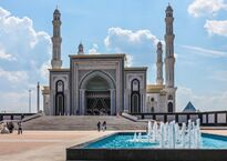 Astana,_capital_of_Kazakhstan_04.jpg