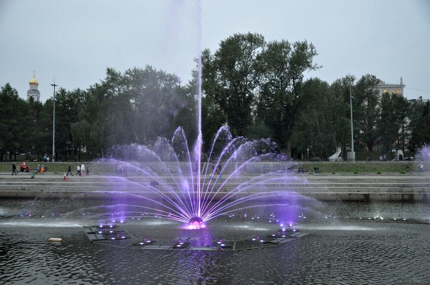 Поющие фонтаны вИсторическом сквере