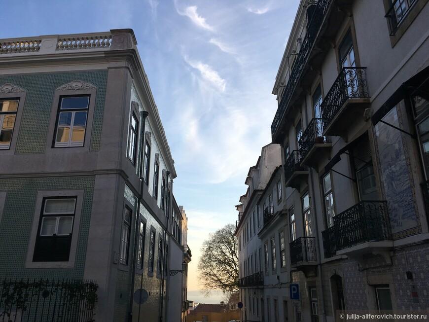 Город ярких крыш и зданий