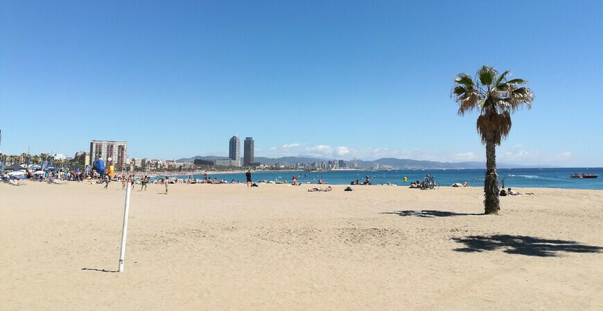 Пляж Сант Себастиа в Барселоне