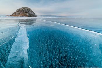МЧС предупреждает об опасности пеших походов по льду Байкала