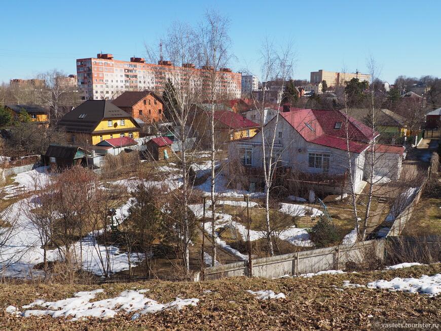 Виды на город с земляных валов Кремля очень хороши. Повезло кому то жить рядом с Кремлем