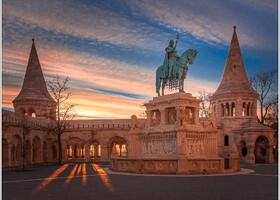 Рыбацкий бастион и памятник королю Иштвану I Святому.