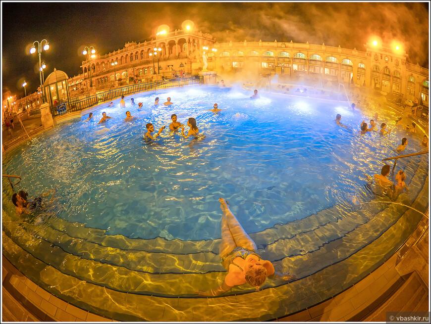 Уличный бассейн купальни Сеченьи.